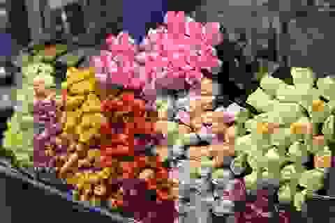 Chợ hoa đêm trước thềm Valentine: Giá hoa còn rẻ hơn dịp Tết