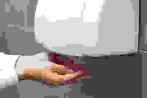 Máy sấy tay và đèn cực tím không diệt được virus corona