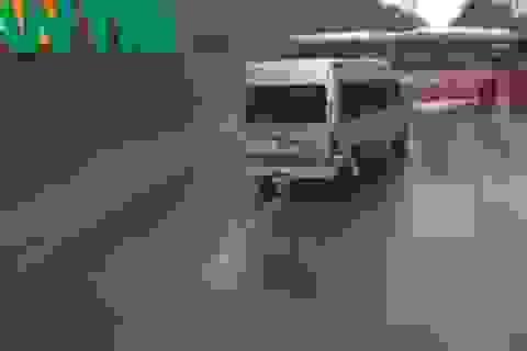 Clip toàn cảnh vụ xe khách vượt ẩu khi lên dốc gây tai nạn thương tâm