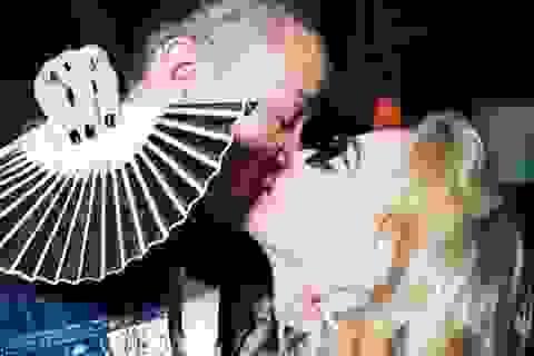 Madonna tình tứ hôn bồ kém 36 tuổi
