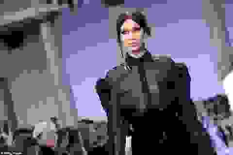 Bella Hadid mặc áo xuyên thấu táo bạo