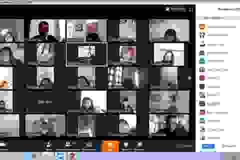 Sinh viên HV Chính sách và Phát triển học trực tuyến trên thiết bị di động