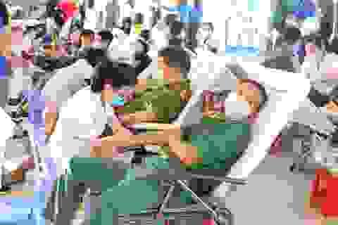 Hàng trăm bạn trẻ Đà Nẵng hiến máu trong mùa dịch virus corona