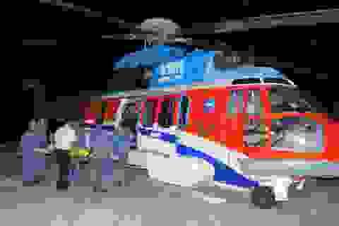 Trực thăng vượt biển trong đêm, cứu 2 ngư dân nguy kịch