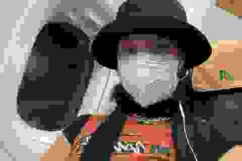 Lo ngại dịch corona, Bella Hadid đeo khẩu trang rời Italia