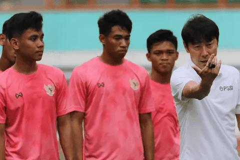 Tiết lộ lý do khó đỡ khiến HLV Indonesia thua muối mặt