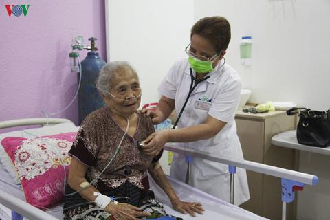 Nghĩa tình thầy thuốc Việt trên đất bạn Lào