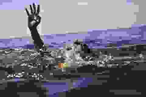 Theo bố lên rẫy, hai anh em đuối nước thương tâm