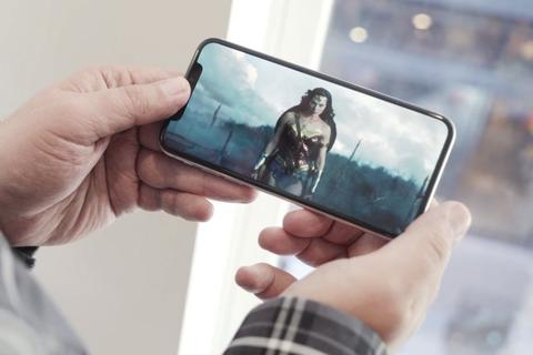 Apple cấm nhân vật phản diện trên phim sử dụng iPhone