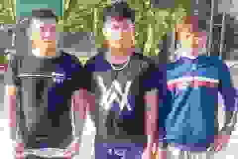 Bị ép ngã xe, 3 thanh niên bắn bể kính hàng loạt xe khách