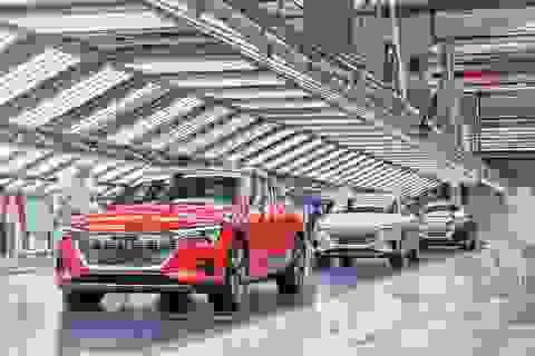 Audi phải tạm ngừng sản xuất xe chạy điện e-tron