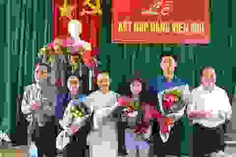 Quảng Ngãi: Nhiều học sinh ưu tú được vinh dự đứng vào hàng ngũ của Đảng