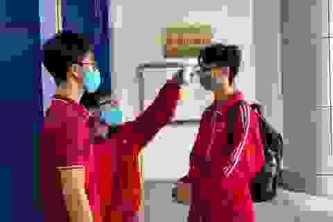 Những sinh viên đầu tiên trở lại trường sau kỳ nghỉ vì covid-19