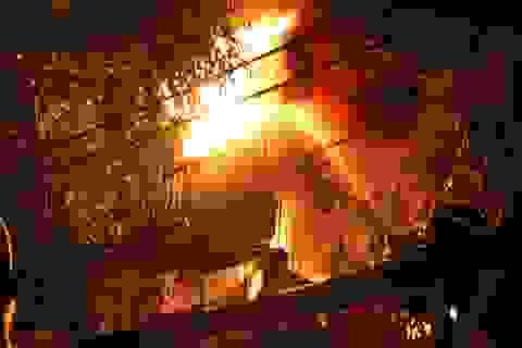 Nhà trọ 5 tầng bốc cháy khiến 1 nữ sinh viên tử vong, nhiều người bị thương
