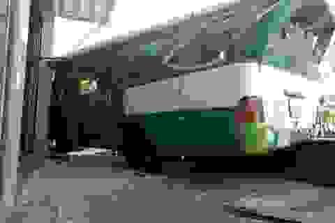 Vụ xe buýt đổ dốc cầu tông chết người: Thêm một nạn nhân tử vong