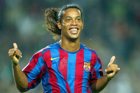 """Hành trình khiến sự nghiệp tụt dốc """"không phanh"""" của Ronaldinho"""
