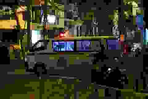 Lực lượng chức năng lập rào chắn đoạn phố từ Trúc Bạch đến Châu Long