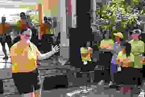 """Hải quân Mỹ nhảy """"Ghen Cô Vy"""" cùng trẻ em Đà Nẵng"""
