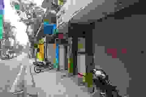 Hàng quán khu cách ly Trúc Bạch đồng loạt đóng cửa