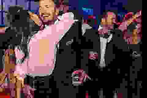 Vợ chồng David Beckham tình tứ trong tiệc sinh nhật tuổi 21 của con trai cả