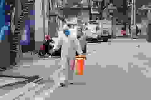 Quy trình thu gom, xử lý rác đặc biệt tại khu cách ly Trúc Bạch