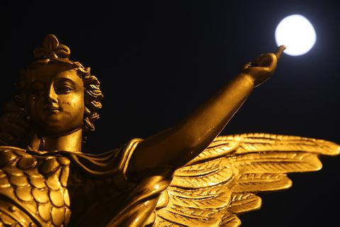 Chiêm ngưỡng siêu trăng trên bầu trời Hà Nội vào đêm 9/3