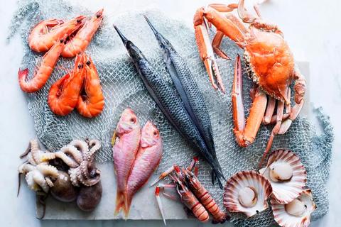 """Loại chất độc """"tiềm ẩn"""" trong hải sản có liên quan đến ung thư da"""