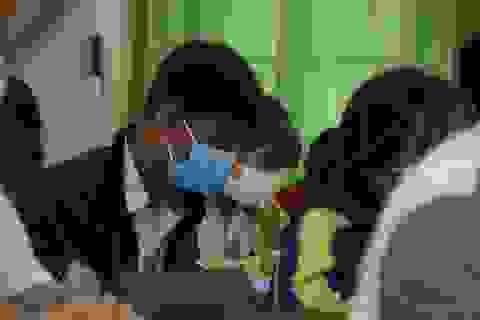 Cả trường nghỉ học vì phụ huynh đi cùng chuyến bay với người nhiễm Covid-19