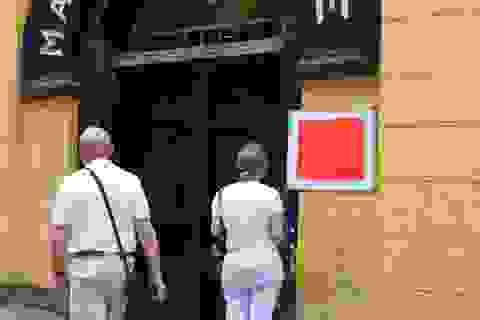 Khách nước ngoài bất ngờ, tiếc nuối khi nhiều di tích đóng cửa vì Covid-19