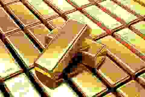 """Giá vàng biến động mạnh, """"cá mập"""" bán ra hàng chục tấn vàng"""
