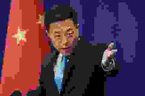 """Mỹ, Trung Quốc """"khẩu chiến"""" vì Covid-19"""