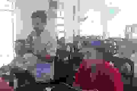 Hàng chục giáo viên bức xúc vì bất ngờ bị chấm dứt hợp đồng