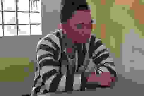Bắt người đàn ông nghi dùng dao uy hiếp 4 học sinh, đâm công an