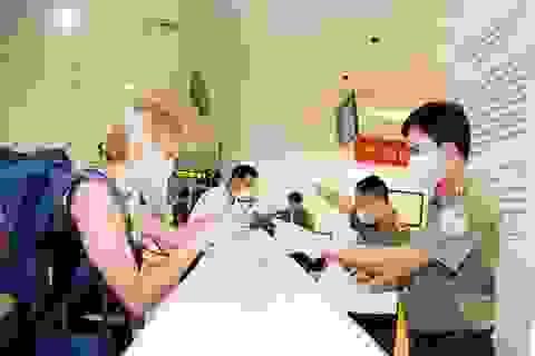 Việt Nam tạm dừng nhập cảnh với du khách đến từ Anh và khu vực Schengen