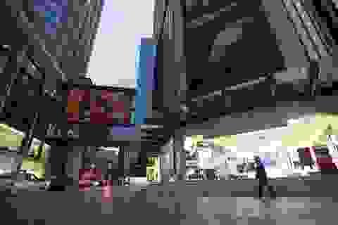 """Cảnh """"vắng lặng như tờ"""" tại các trung tâm thương mại Hà Nội trong mùa dịch"""