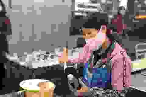 """""""Vượt bão"""" COVID-19: Vẫn trả lương cho công nhân dù tổ máy ngừng sản xuất"""