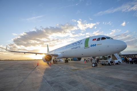 """Bamboo Airways cho biết """"thông tin khẩn"""" chuyến bay có khách nhiễm Covid-19"""