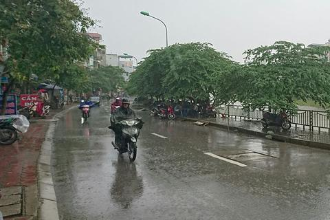 Mưa kéo dài giúp cải thiện chất lượng không khí Hà Nội