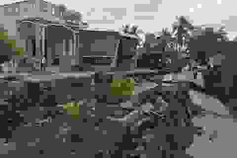 Những tuyến đường vỡ toác như động đất vì khô hạn