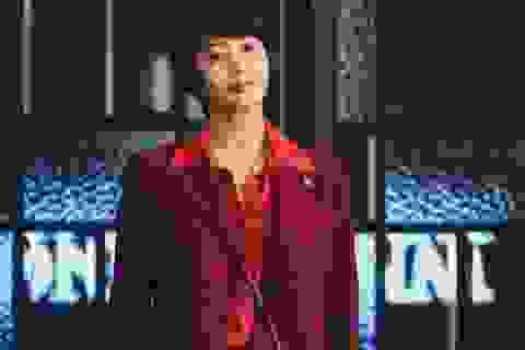 Mốt dây đeo điện thoại của Kim Hye Soo trong phim mới gây sốt