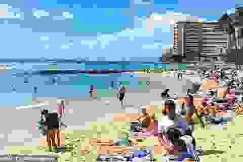 Đóng cửa những bãi biển nổi tiếng do tập trung đông người