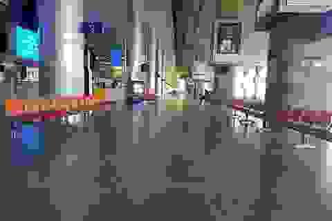 Sân bay Tân Sơn Nhất vắng ngắt sau lệnh dừng nhập cảnh