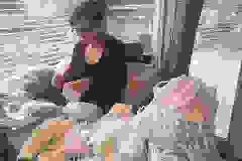 Người Việt ở Mỹ may khẩu trang tặng các bệnh viện phòng chống Covid-19