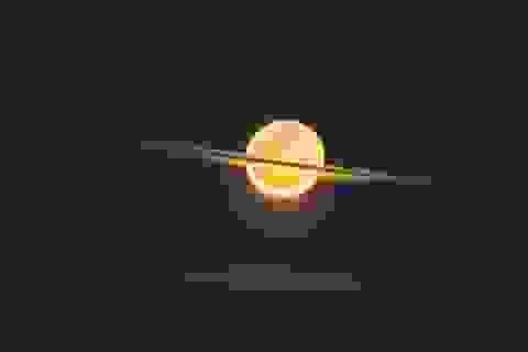 Mặt trăng trông giống như sao Thổ trong hình ảnh đáng kinh ngạc