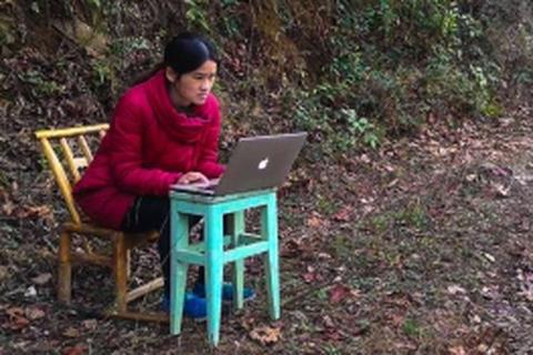 Cô giáo Trung Quốc dạy online giữa rừng núi giá rét
