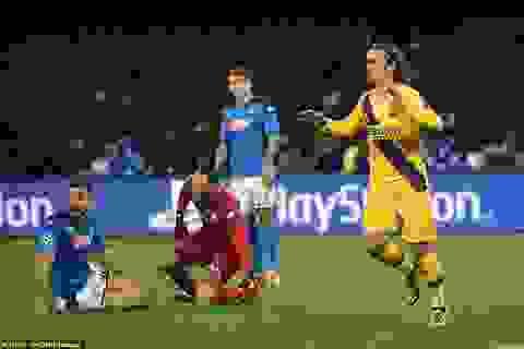 Barcelona và Napoli nhận án phạt từ UEFA