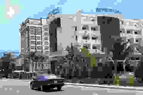 Đang di dời, khách sạn ven biển Quy Nhơn bất ngờ cho cải tạo, sửa chữa