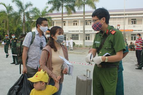69 công dân trở về gia đình sau thời gian cách ly tập trung