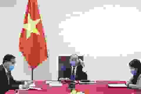 Thủ tướng Việt - Trung điện đàm trao đổi về cuộc chiến chống dịch Covid-19
