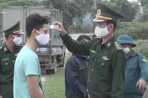 Những chiến sĩ quân hàm xanh vất vả nơi tuyến đầu chống dịch Covid-19